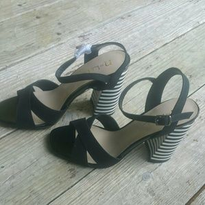 Nicole Miller Block Strappy Heels sz 8.5 NWT